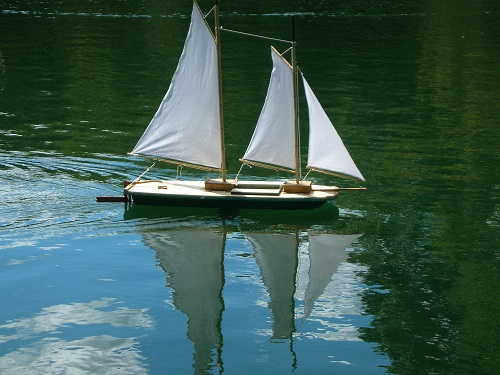 Model sailboat in NYC Central Park